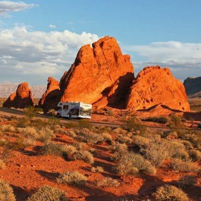 Tag på eventyr i autocamper fra Las Vegas og besøg f.eks. Valley of Fire, som ligger inden for komfortabel afstand af neon-byen.