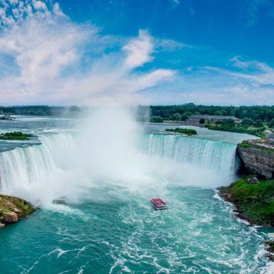 Niagara Falls bør opleves på en rejse til det centrale og østlige Canada.