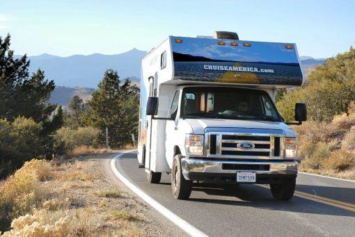 C19 autocamperen er nem at køre og fylder ikke meget mere på vejen end en personbil.