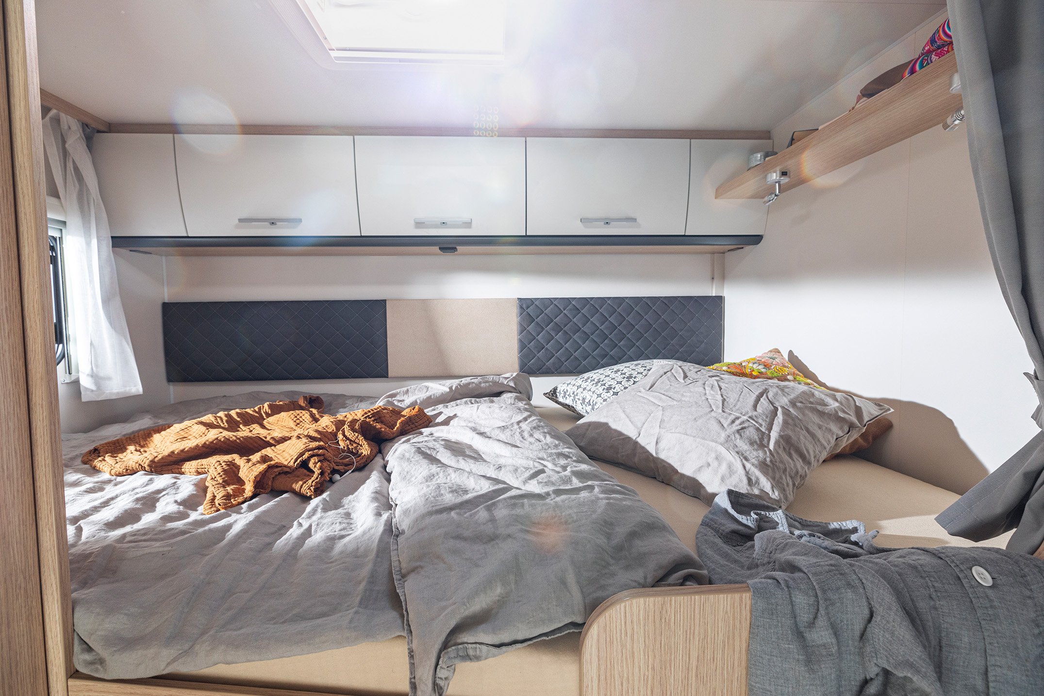 Dobbeltseng i Family Standard, som kan sænkes ned fra loftet.